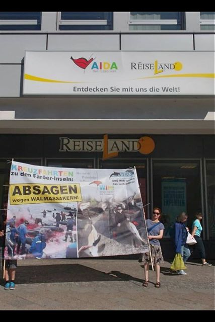 WDSF-Protest bei AIDA-Reiseland in Berlin